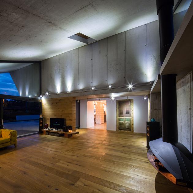 15-asymmetrical-concrete-addition-modernises-existing-home.jpg