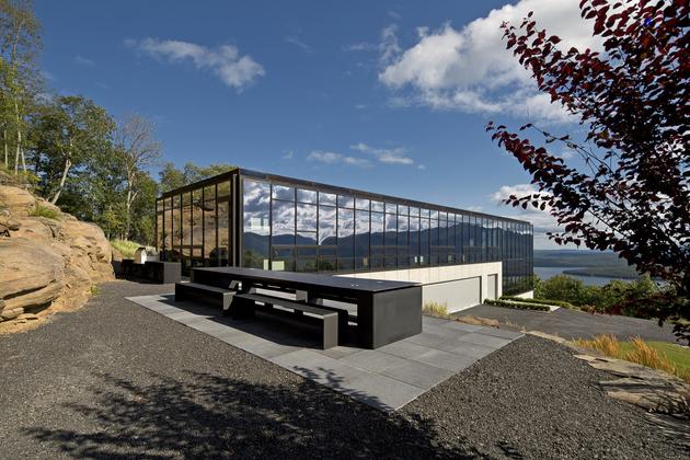 26-wood-steel-concrete-glass-home-disappears-landscape.jpg
