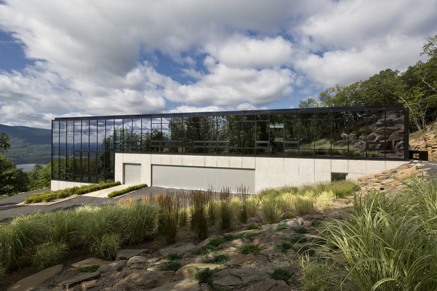 27-wood-steel-concrete-glass-home-disappears-landscape.jpg