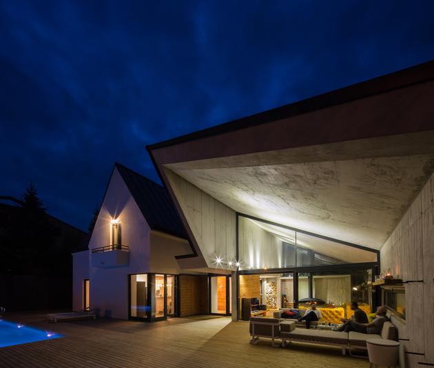 3-asymmetrical-concrete-addition-modernises-existing-home.jpg