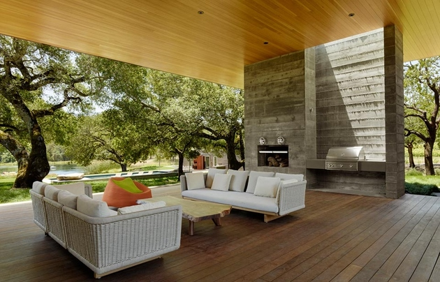 4-mature-oaks-living-roofs-contribute-passive-energy-home.jpg