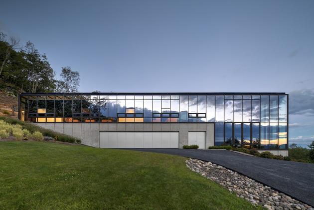 5-wood-steel-concrete-glass-home-disappears-landscape.jpg
