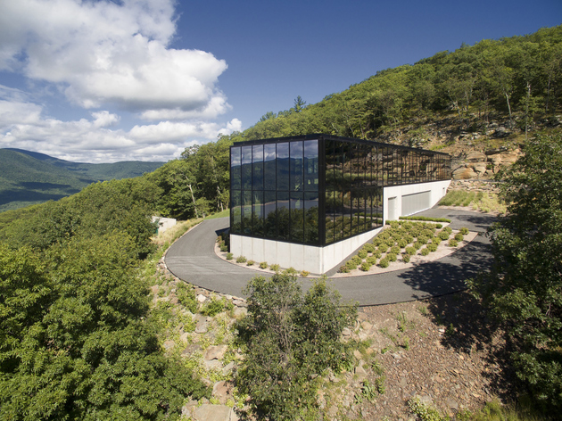 6-wood-steel-concrete-glass-home-disappears-landscape.jpg