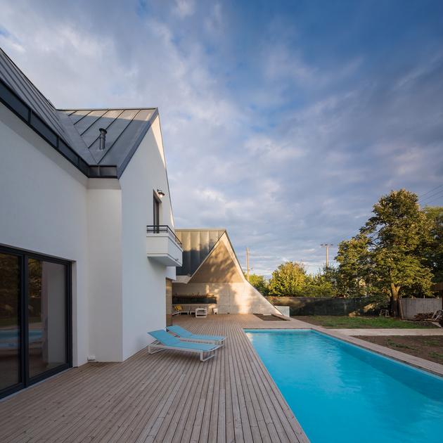 7-asymmetrical-concrete-addition-modernises-existing-home.jpg