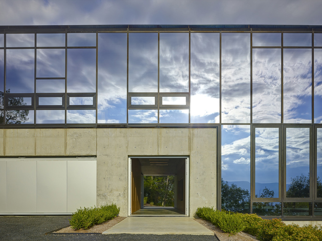 8-wood-steel-concrete-glass-home-disappears-landscape.jpg