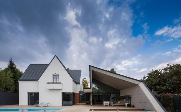 9-asymmetrical-concrete-addition-modernises-existing-home.jpg