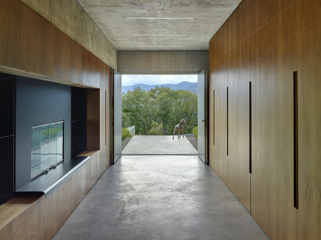 9-wood-steel-concrete-glass-home-disappears-landscape.jpg