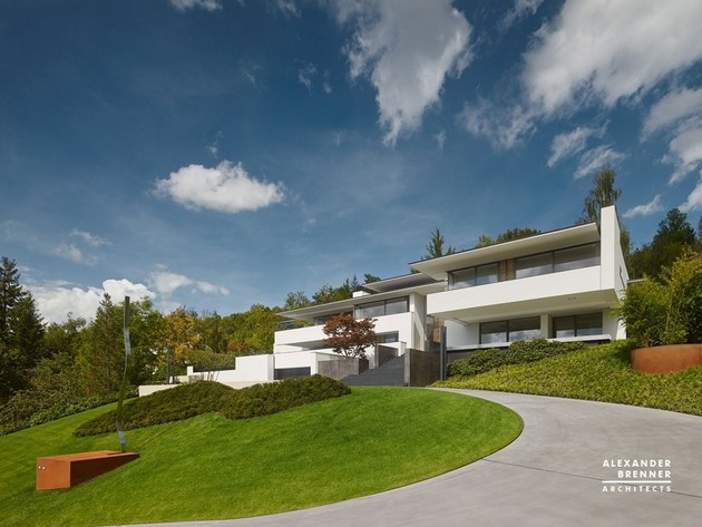 1 contemporary house park setting views thumb 630xauto 62592 German Contemporary House on Top of the Hill