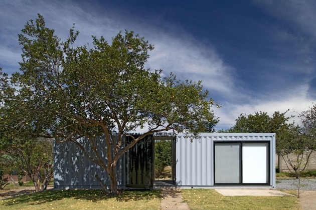 12-house-4-shipping-containers-1-guests.jpg