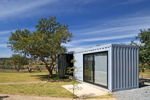 13-house-4-shipping-containers-1-guests.jpg