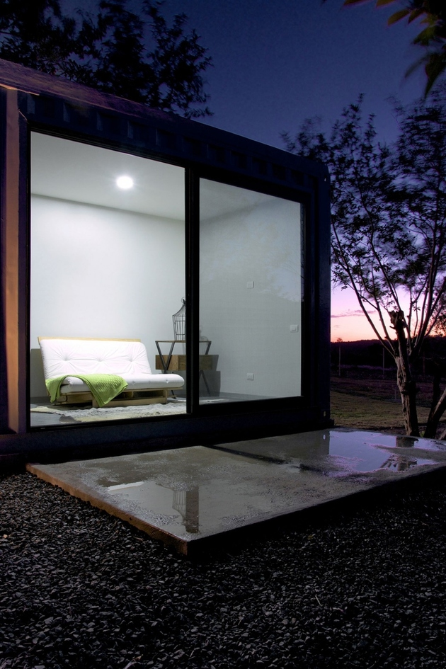 14-house-4-shipping-containers-1-guests.jpg