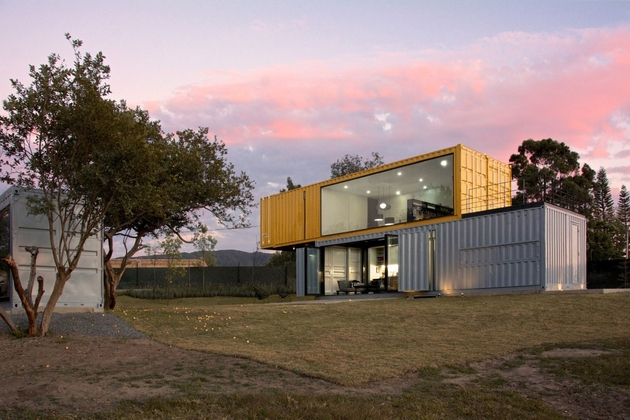 15-house-4-shipping-containers-1-guests.jpg