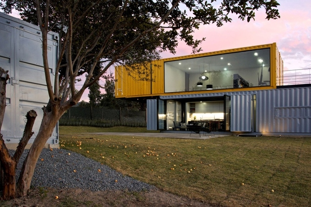 2 house 4 shipping containers 1 guests thumb 630xauto 62272 4 Shipping Containers Prefab plus 1 for Guests