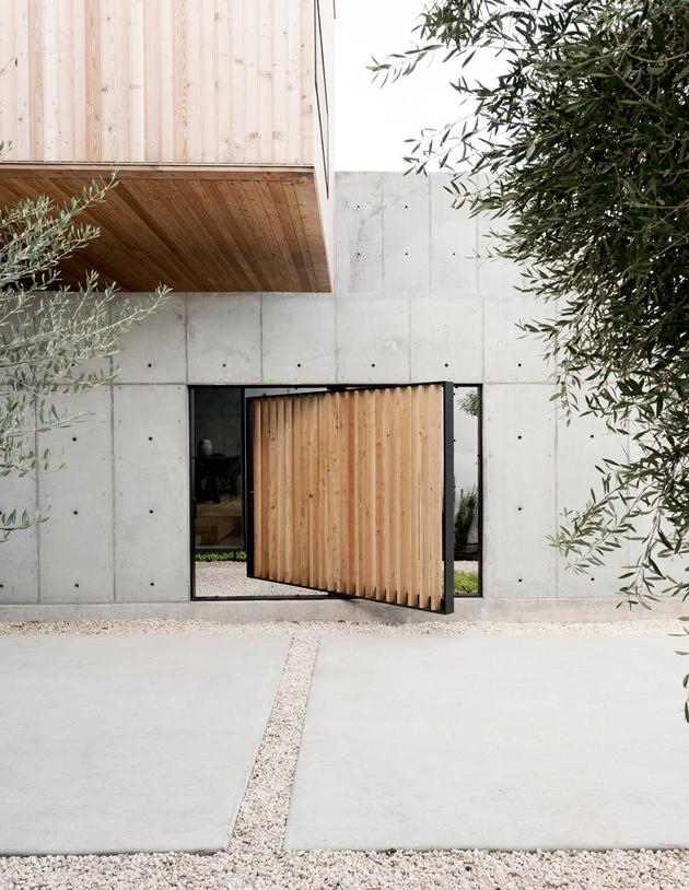 2 house concrete wood cubes japanese design thumb autox814 61303 Concrete Box House Influenced by Japanese Design