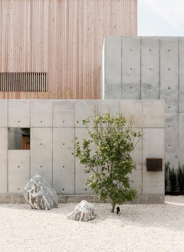 21-house-concrete-wood-cubes-japanese-design.jpg