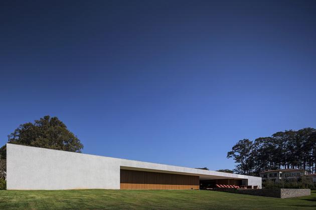 24-house-open-both-sides-cross-ventilation.jpg