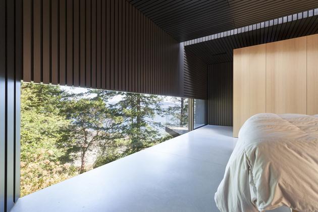 26b-luxury-green-roofed-island-home-large-boulder.jpg