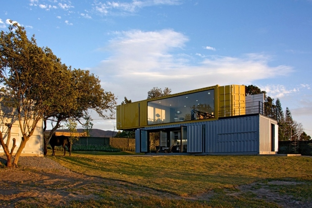 3-house-4-shipping-containers-1-guests.jpg
