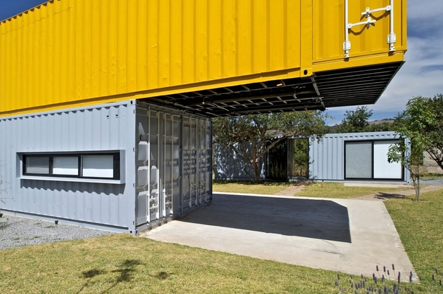 4-house-4-shipping-containers-1-guests.jpg