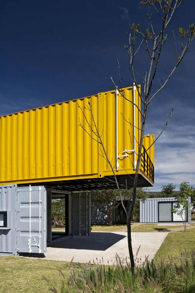 5-house-4-shipping-containers-1-guests.jpg