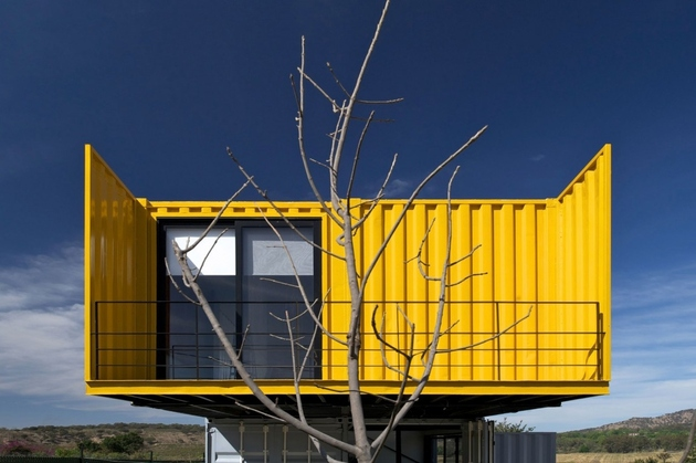6-house-4-shipping-containers-1-guests.jpg