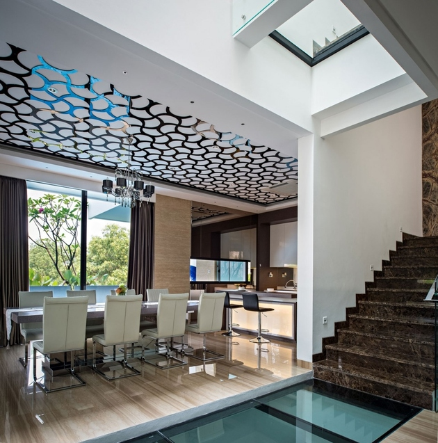 9-corridor-glass-floors-ceilings-house.jpg
