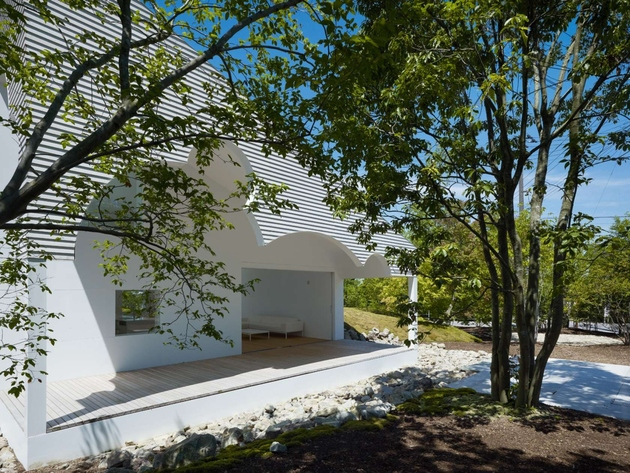 1 trees collected mountain integral part house design thumb 630xauto 63658 Home Roof Has Circular Cut Outs to Emulate Tree Canopies