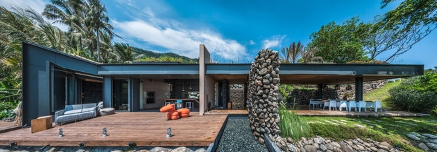 10-oceanfront-home-terraced-rocks-site.jpg
