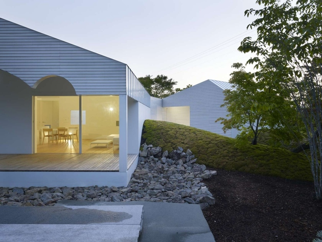 10-trees-collected-mountain-integral-part-house-design.jpg