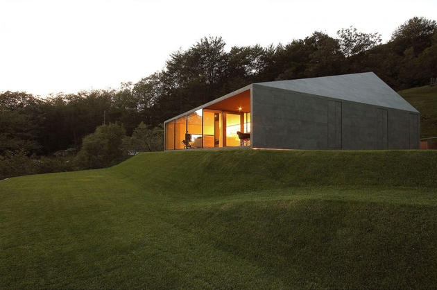 12-prefab-swiss-alps-house-designed-look-like-boulder.jpg