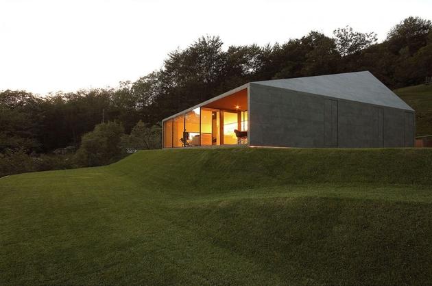 12-prefab-swiss-alps-house-designed-look-like-boulder.jpg