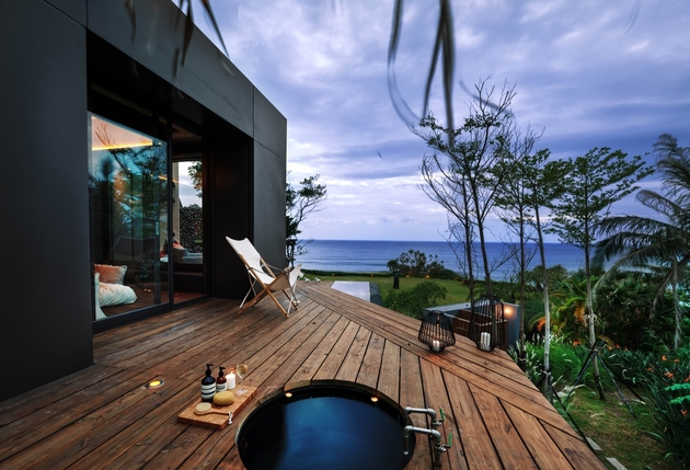 24-oceanfront-home-terraced-rocks-site.jpg