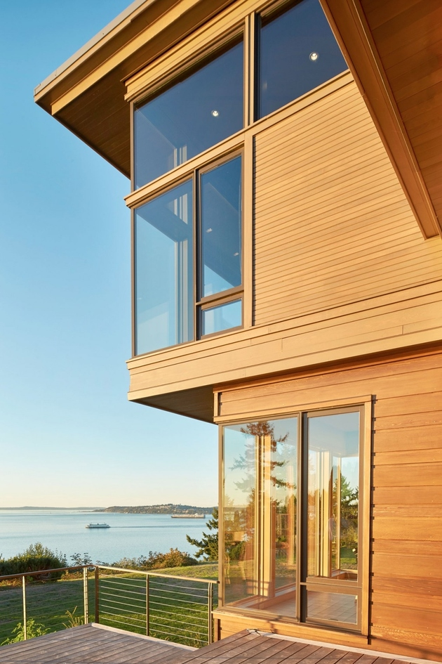 3-environmentally-conscious-waterfront-home-craftsmanship.jpg