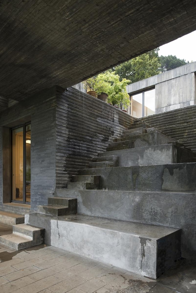 5-square-concrete-house-lower-level-pedestal.jpg