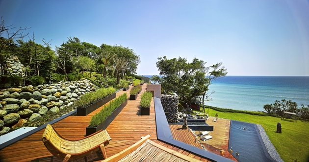 6-oceanfront-home-terraced-rocks-site.jpg