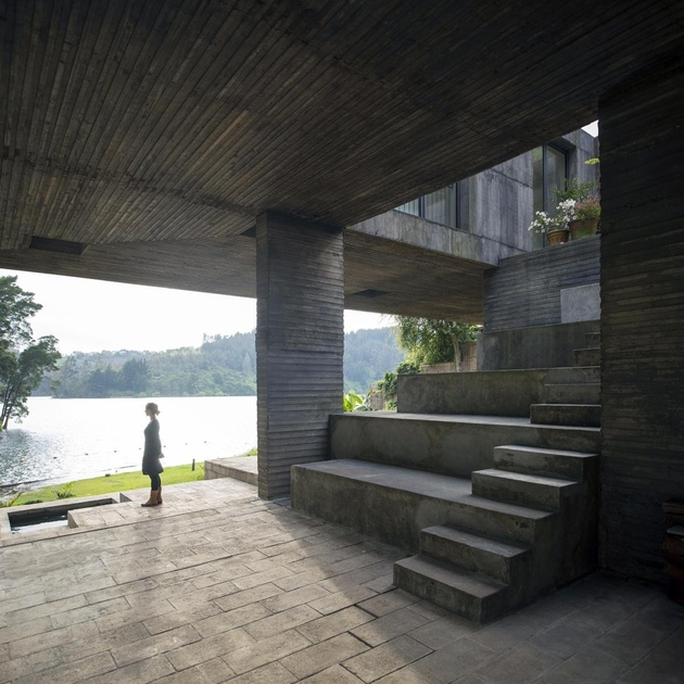 6-square-concrete-house-lower-level-pedestal.jpg