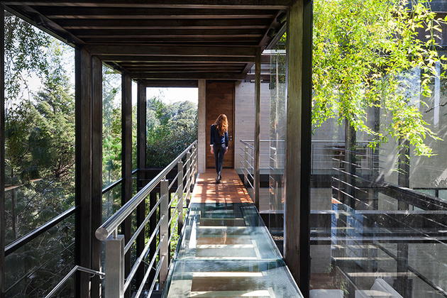 8-outdoor-elevated-glass-walkway-connects-two-sections-house.jpg