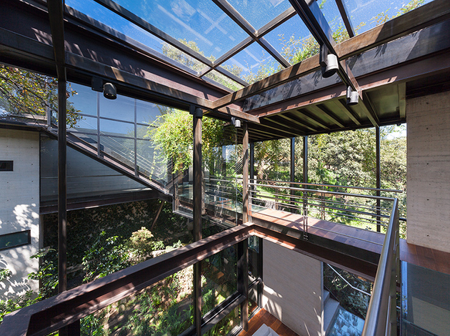 9-outdoor-elevated-glass-walkway-connects-two-sections-house.jpg