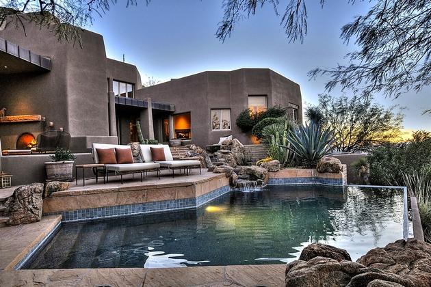 arizona-desert-house-with-fascinating-pools-1.jpg