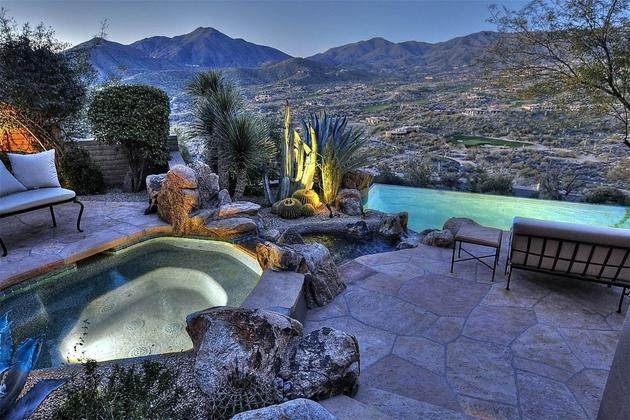 arizona-desert-house-with-fascinating-pools-2.jpg