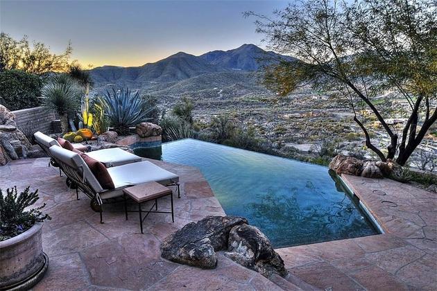 arizona-desert-house-with-fascinating-pools-5.jpg