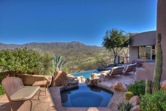 arizona-desert-house-with-fascinating-pools-6.jpg