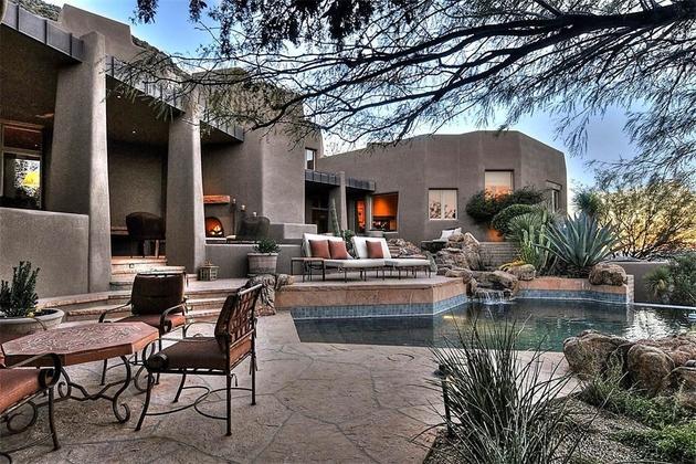 arizona-desert-house-with-fascinating-pools-7.jpg