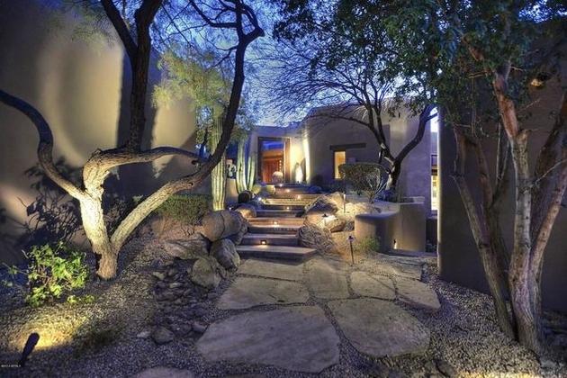 arizona-desert-house-with-fascinating-pools-8.jpg