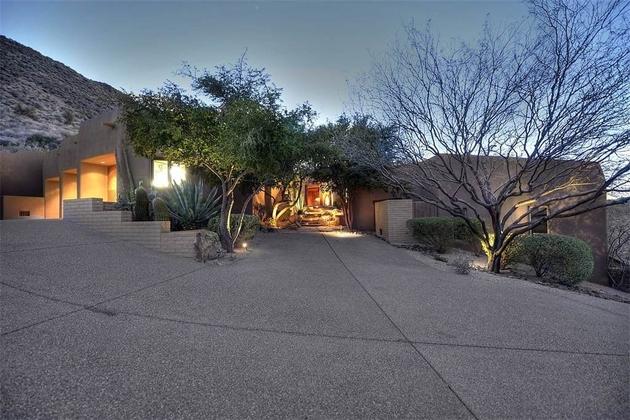 arizona desert house with fascinating pools thumb 630xauto 63986 Arizona Desert Home Combines Waterscaping, Xeriscaping and Desertscaping