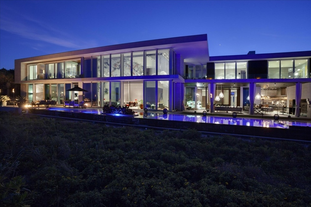 modern luxury home on ocean drive 1 thumb 630xauto 62960 Fully Automated Oceanfront Florida House with Amazing Lighting is for Sale