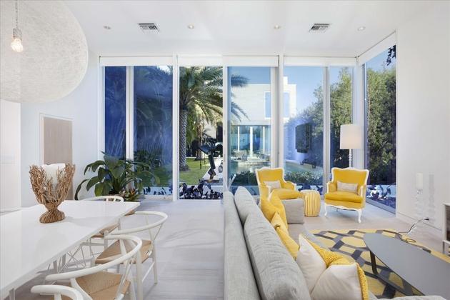 modern-luxury-home-on-ocean-drive-22.jpg