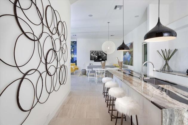 modern-luxury-home-on-ocean-drive-23.jpg