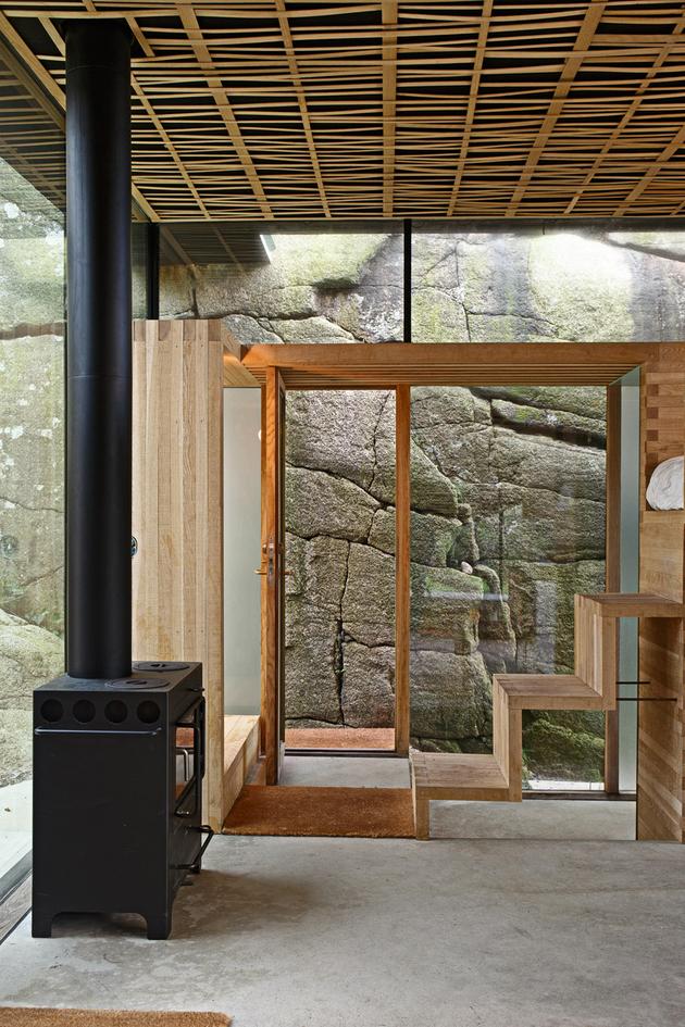 norway-house-in-rock-cabin-knapphullet-lund-hagem-4.jpg