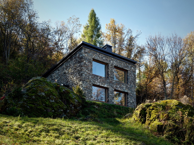 stone cabin in northern italy 1a thumb 630xauto 63728 Modern Stone Cabin in Northern Italy is a Romantic Gem